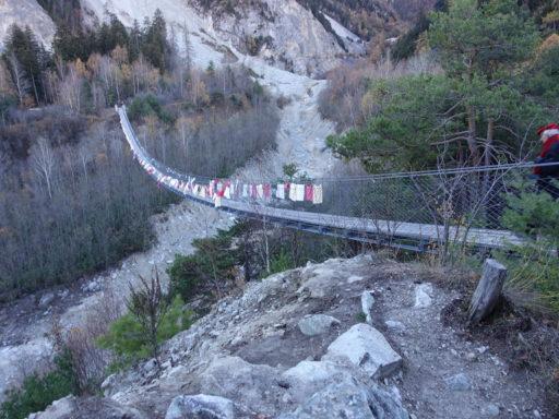 Die Bhutanbrücke über den Illgraben