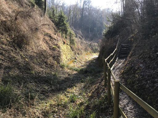 Der Kanal im Bereich zwischen den Felsen
