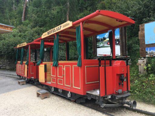originelle Bahn auf zwischen Riffelalp Station und Hotel