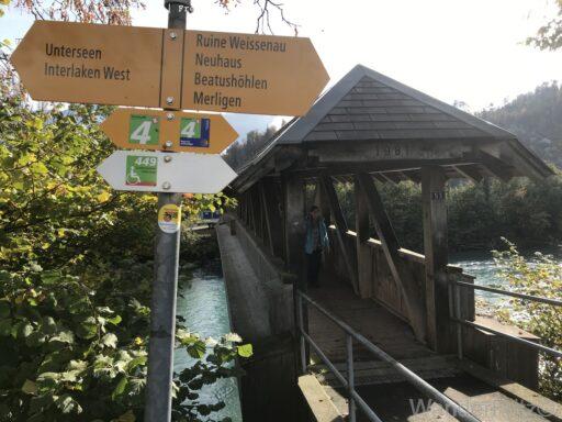 relativ neue Holzbrücke