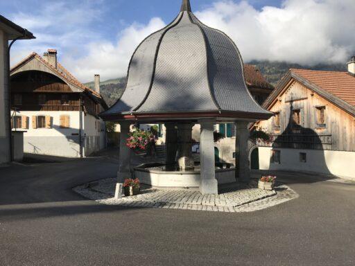 Dorfbrunnen in Lessoc