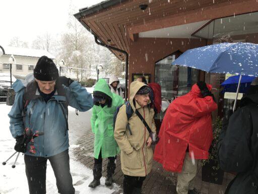 Start bei Schneetreiben