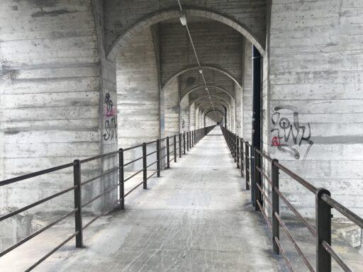 Fussgängerübergand auf dem Grandfey-Viadukt