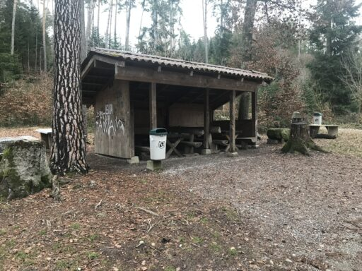 Grillstelle und Unterstand im Ostermundigenwald