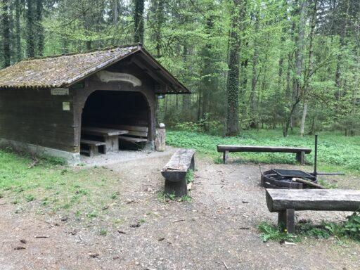Unterwegs hat es noch viele andere Waldhütten