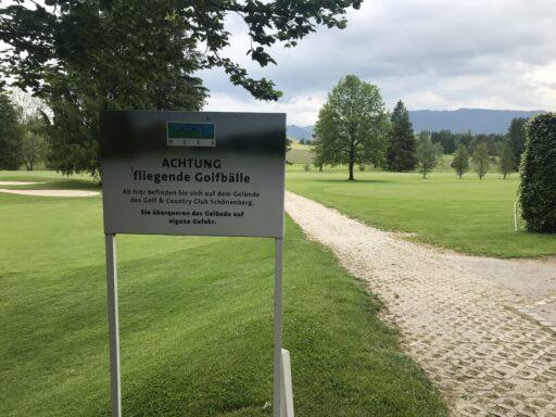Golfplatz darf als Wanderer überquert werden